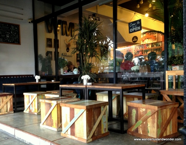 Outdoor seating at +Wondermilk Cafe