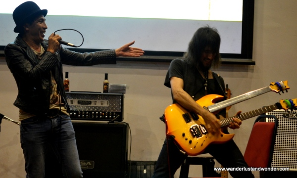 Malaysian rock legend, Amy Search made a special appearance and jammed with the star.