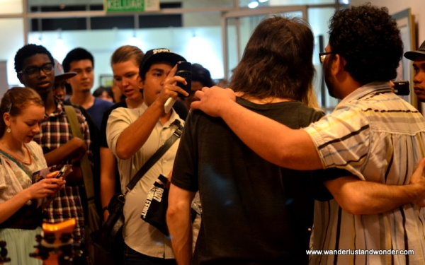 After the set was over Bumblefoot once again set about signing autographs for each fan in attendance.